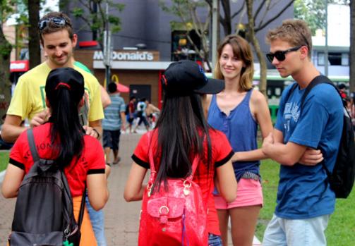 Các bước bắt chuyện với người nước ngoài bằng tiếng Anh
