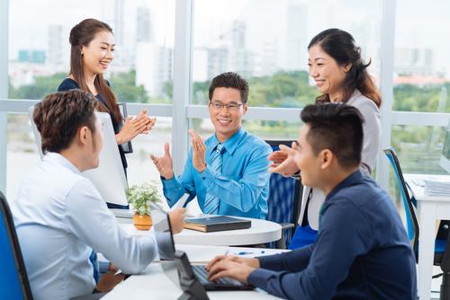 Những mẫu câu tiếng Anh khen ngợi và chúc mừng đồng nghiệp
