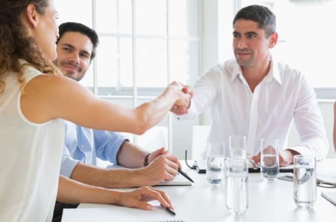 Mẫu câu tiếng Anh giao tiếp khi hẹn gặp và chào hỏi ở công sở