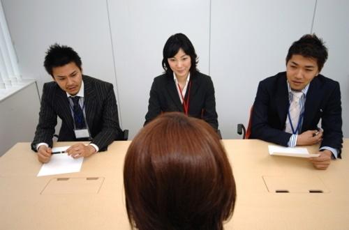 Hội thoại mẫu nói về tiền lương và lý do xin nghỉ việc ở công ty cũ trong tiếng Anh